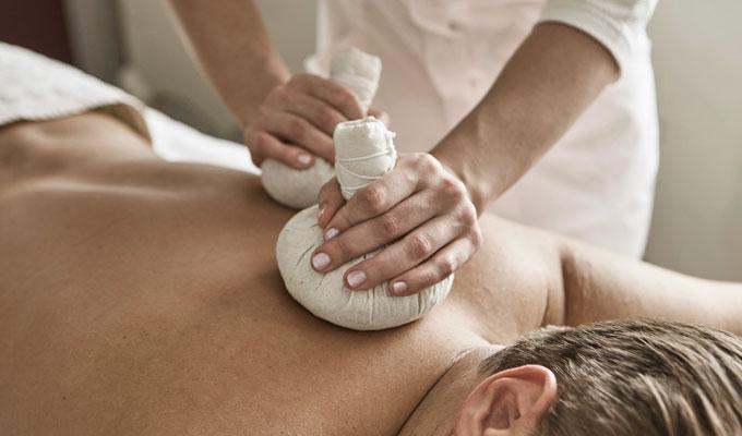 Kräuter Stempel Massage Hotel HOERI am Bodensee