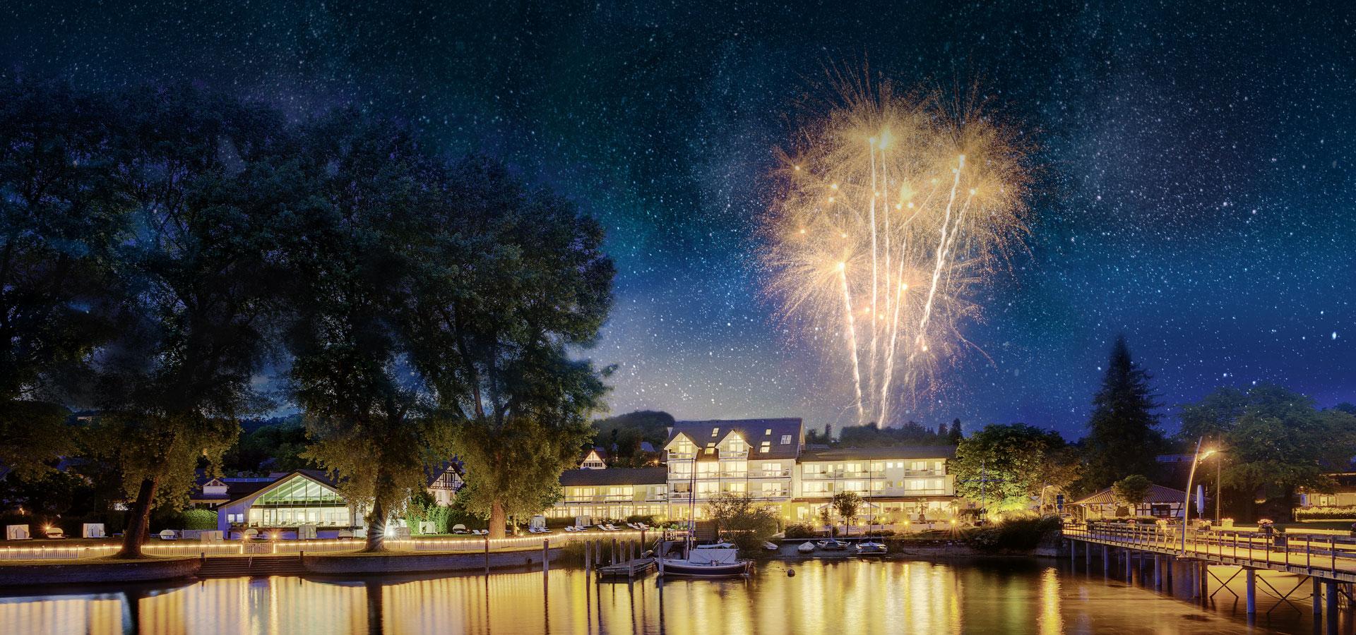 Feuerwerk über dem Hotel HOERI am Bodensee