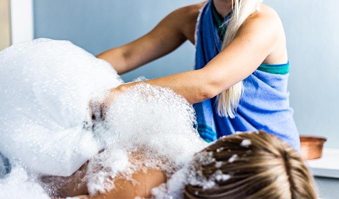 Wellness Anwendungen Seifenschaum im SEE SPA des Hotel HOERI am Bodensee