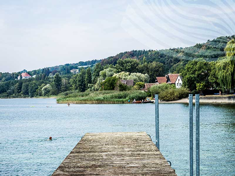 Steg ins Wasser vom Hotel HOERI am Bodensee
