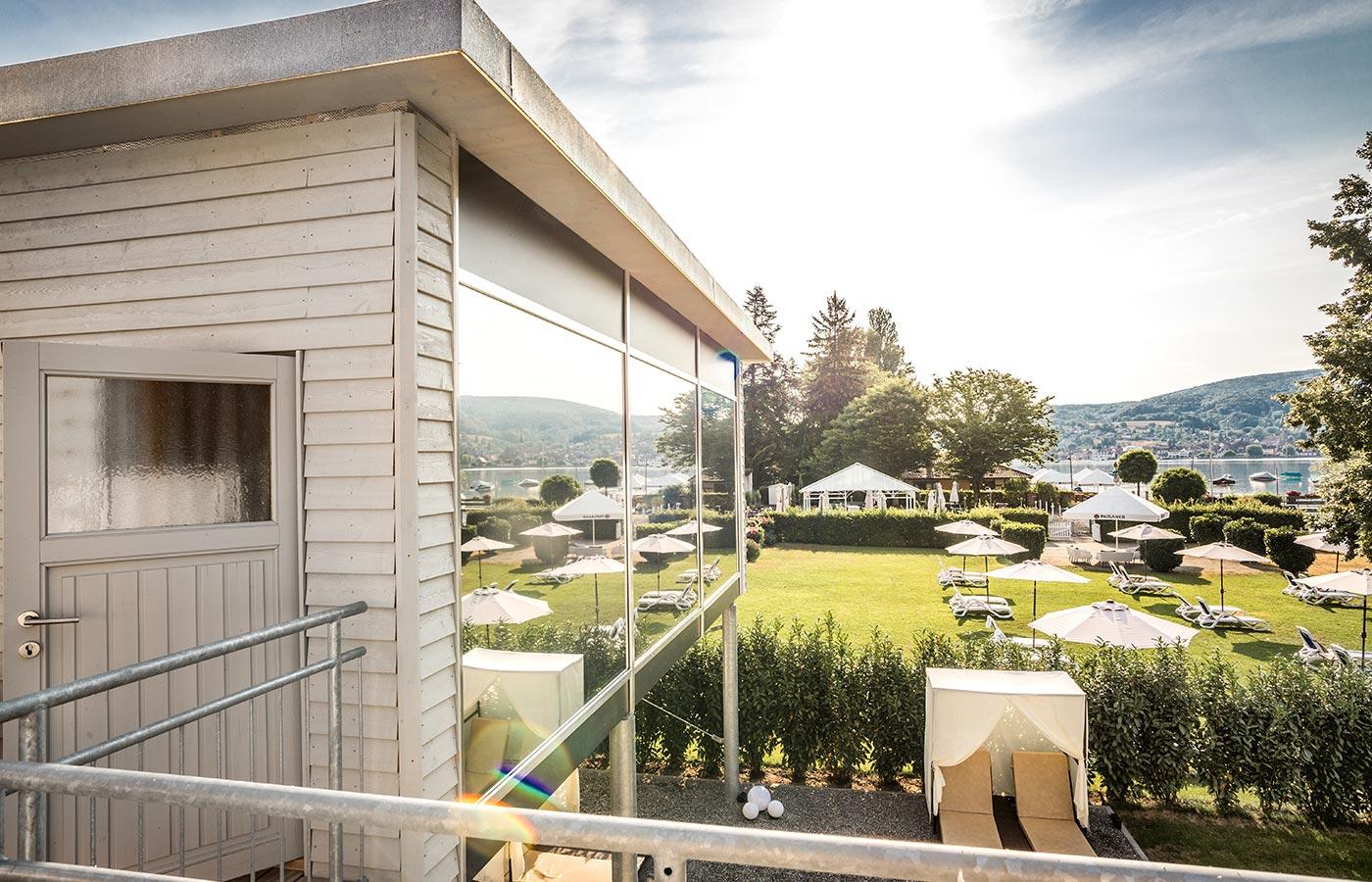Panoramasauna und Aussenbereich zum Entspannen im See Spa am Bodensee