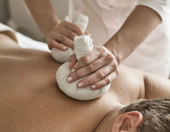 Kräuterstempel-Massage | Wellnesslexikon Hotel Hoeri am Bodensee
