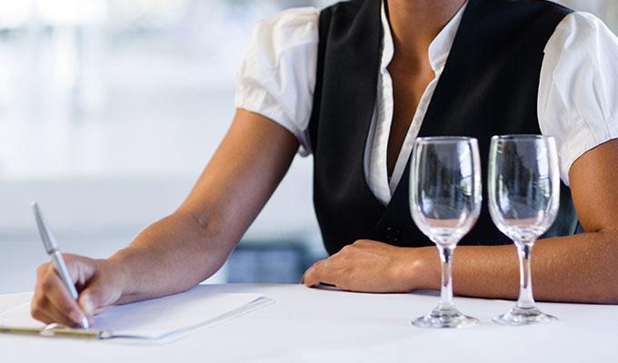 Ausbildung im Hotel   Ausbildung zum Restaurantfachmann/-frau   Hotel HOErI am Bodensee